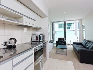Ground Floor one bedroom apartment in Lighter Quay with balcony. - Auckland vacation rentals