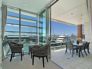 Luxury 2 Bedroom Apartment overlooking Super Yacht Marina in Viaduct Harbour, Auckland - Auckland vacation rentals