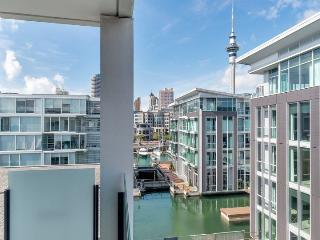 Sunny 4th floor Apartment with Views of Auckland City in Lighter Quay Complex - Auckland vacation rentals