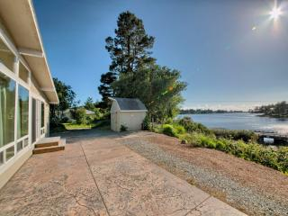 Stunning Home on Garrison Lake - Port Orford vacation rentals