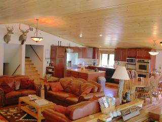 Montana Sunrise Lodge - Vacation Home in Montana - White Sulphur Springs vacation rentals
