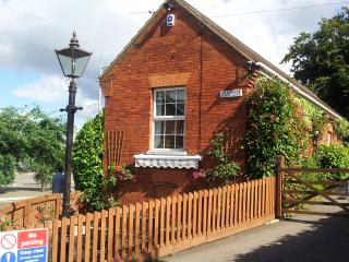 Charming Bungalow with Internet Access and Satellite Or Cable TV - Hitchin vacation rentals
