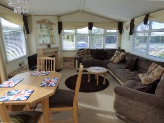 Barker 6 berth caravan at Southview Leisure Park Skegness - Skegness vacation rentals