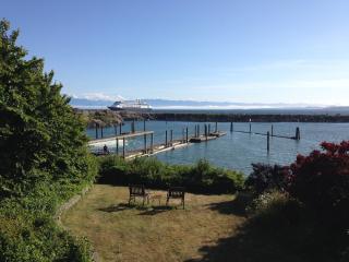 Beachfront Super COZY Garden suite - Victoria vacation rentals