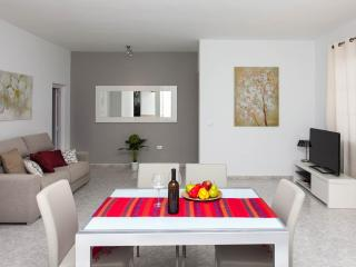 Central Villa, fully equipped only 100m from the b - Corralejo vacation rentals