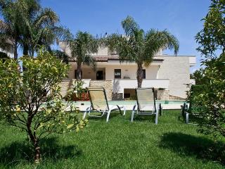 213 Appartamento in Villa con Piscina - Aradeo vacation rentals