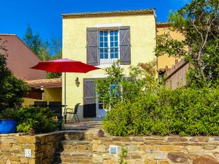 Nice Villa with Internet Access and Dishwasher - Bormes-Les-Mimosas vacation rentals