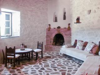 Enchanting island house in Chroussa, Syros, surrounded by orchards, w/ WiFi & private terrace - Vari vacation rentals