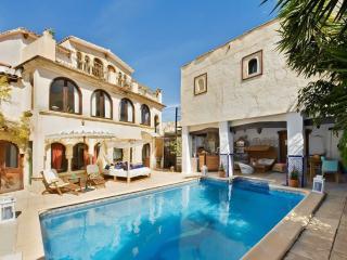 Stunning Moorish villa near Benidorm with private pool and Jacuzzi – sleeps 18 - Altea vacation rentals