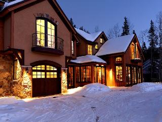Enjoy Spectacular Mountain Views & Luxurious Accommodations Close to Main St! - Breckenridge vacation rentals
