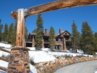 Luxurious Mountain Lodge featuring privacy and amazing views! Close to Breck! - Breckenridge vacation rentals