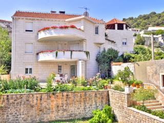 TH00523 Apartments Tonka / Three bedrooms A2 - Pucisca vacation rentals
