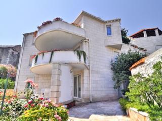 TH00523 Apartments Tonka / Two bedrooms A3 - Pucisca vacation rentals