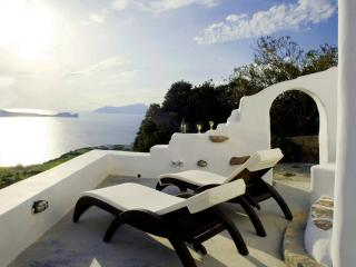 Sunset House in Plaka - Klima vacation rentals
