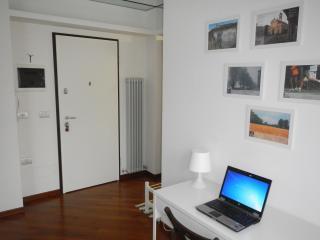 APARTMENT NEAR RHO FIERA MILANO & LAKES - Vanzago vacation rentals