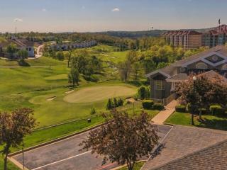 Walkin Condo | Golf views | Beautifully decorated | Elevator | Pool | Close to 76 (0711905) - Branson vacation rentals