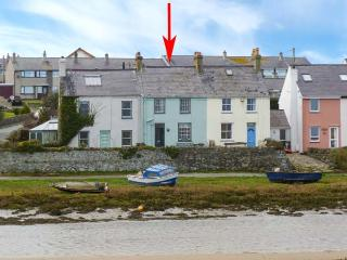 MIN-Y-DON, terraced cottage by beach, woodburner, front and rear gardens, in Aberffraw, Ref 19286 - Aberffraw vacation rentals