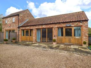 MEADOWSWEET BARN romantic retreat with AGA, woodburning stove, underfloor heating in Old Bolingbroke near Spilsby Ref 921961 - Old Bolingbroke vacation rentals