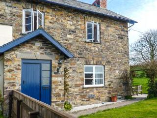 BUCKINGHAMS LEARY FARM COTTAGE, on farm, en-suite, pet-friendly, enclosed garden, in Filleigh, Ref 922930 - Filleigh vacation rentals