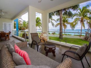 Le Papillon - Luxury on the Beach / no car needed - Simpson Bay vacation rentals