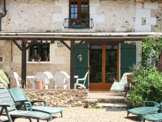 2 bedroom Gite with Parking in Pouille - Pouille vacation rentals