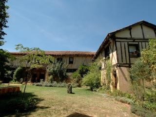 Bright 4 bedroom Gite in Fontrailles with Deck - Fontrailles vacation rentals
