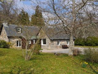 7 bedroom Farmhouse Barn with Internet Access in Muir of Ord - Muir of Ord vacation rentals