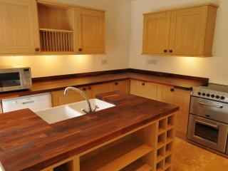 7 bedroom Farmhouse Barn with Dishwasher in Muir of Ord - Muir of Ord vacation rentals