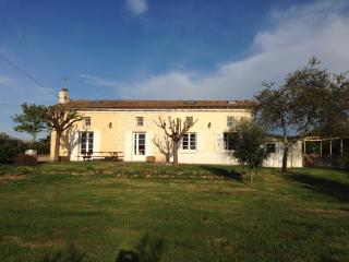 Beautiful french farm cottage with private pool - Bordeaux vacation rentals