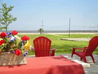BEV'S BEACH HOUSE - Come and Enjoy This Beautiful Beach House in Waveland ! - Waveland vacation rentals