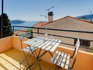 Stylish apartment + amazing views over the sea - Beaulieu vacation rentals