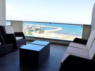 3b Deluxe seafront w/pool, gym - Finikoudes beach - Larnaca District vacation rentals