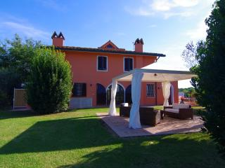 Villa Martini con grande giardino in Toscana - Ponsacco vacation rentals