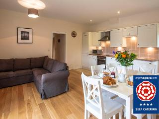 Sheep Shed Cottage - Just 2 miles to Bath - Bathampton vacation rentals