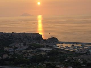 Impressive views, sunsets over the Mediterranean - Parghelia vacation rentals