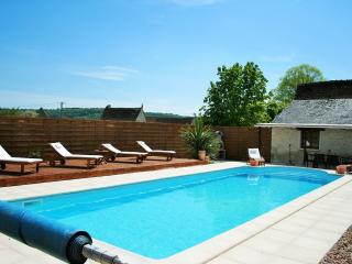 2 Bedroom Gite with private pool - La Guerche vacation rentals