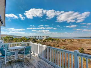 Cozy House with Deck and Internet Access - North Topsail Beach vacation rentals