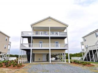 Comfortable 6 bedroom North Topsail Beach House with Deck - North Topsail Beach vacation rentals
