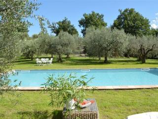 """Casa Vacanze """"CASALE LE CANNELLE"""" - Gradoli vacation rentals"""