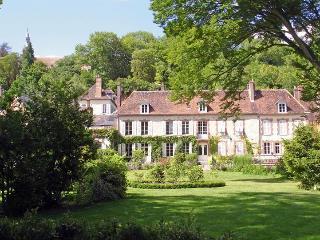 Le Clos Saint Nicolas.Chambre Rose - Chateau-Renard vacation rentals