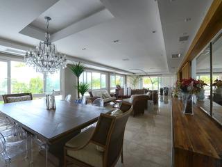 Upscale & Exclusive 5 Bedroom Apartment at Jurere Internacional - Jurere vacation rentals