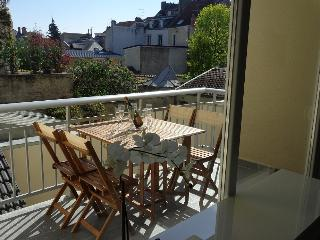Cathedral area, 2 bedrooms,  parking & terrace - Reims vacation rentals