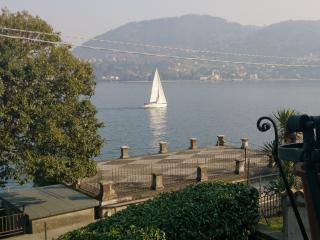 Piccolo mondo antico- Fronte lago in una atmosfera di altri tempi - Cadenabbia di Griante vacation rentals
