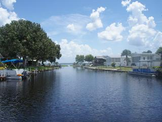 Gorgeous Caravan/mobile home with Deck and Internet Access - Lake Wales vacation rentals