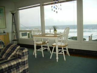 Comfortable Condo with Internet Access and Television - Lincoln City vacation rentals