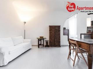 Beautiful Apartment In The Center Of Milan - 6779 - Pontesesto vacation rentals