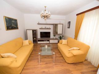 Apartment Meri A2 - Okrug Gornji vacation rentals