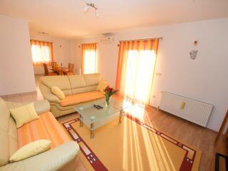 Apartment Meri A3 - Okrug Gornji vacation rentals