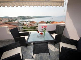 Apartment Meri A4 - Okrug Gornji vacation rentals