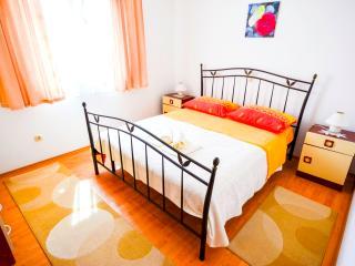 Apartments Iva 1 (4+2) - Marina vacation rentals